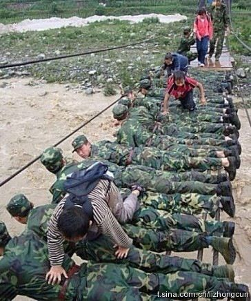 chinese_soldiers_bridge